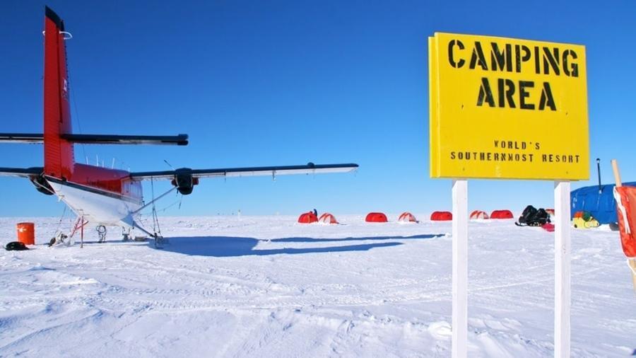 Avião pousa em acampamento no glaciar Union, na Antártida - Divulgação