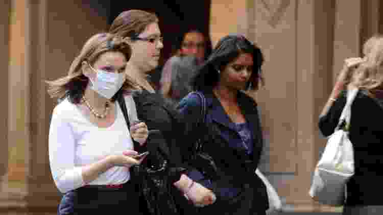 Mulher com máscara em Londres - PA Media - PA Media