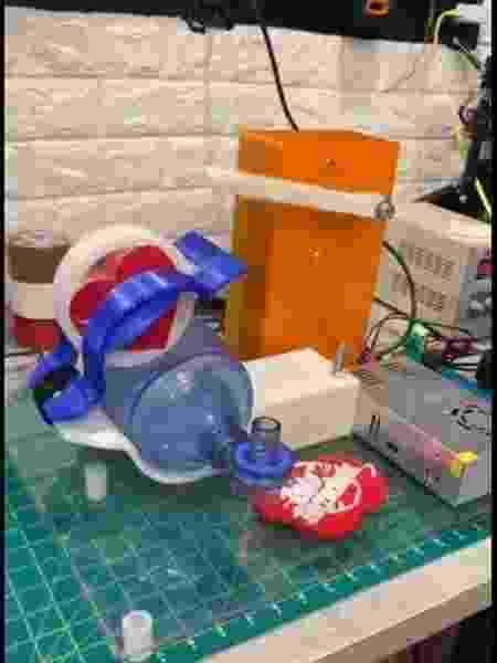 Respirador caseiro apresentado pelo youtuber Rato Borrachudo - Reprodução/YouTube Rato Borrachudo - Reprodução/YouTube Rato Borrachudo