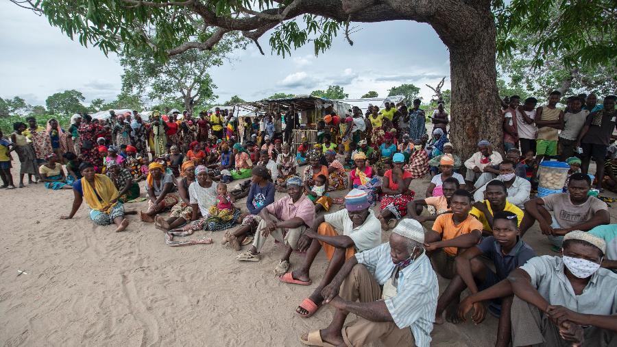Cerca de 670 mil pessoas deixaram tudo para trás para escapar da sangrenta insurreição em Cabo Delgado, rica em gás natural - ALFREDO ZUNIGA / AFP