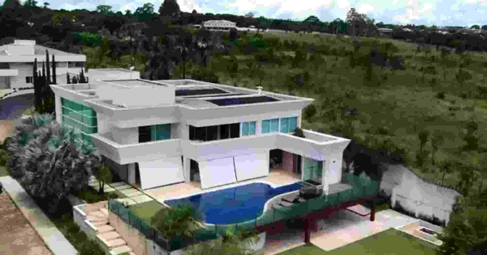 A mansão comprada pelo senador Flávio Bolsonaro (Republicanos-RJ) em Brasília por R$ 5,97 milhões. - Reprodução