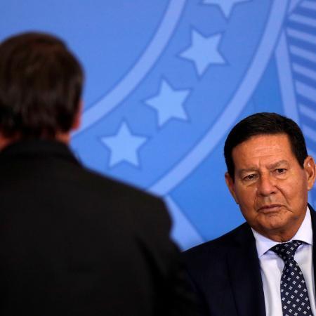 Arquivo - Mourão avalia que ainda é cedo para se traçar cenários de que Lula e Bolsonaro vão se enfrentar nas urnas em 2022 - Ueslei Marcelino/Reuters