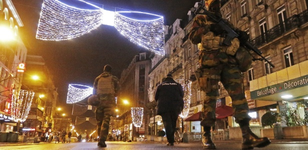 Polícia belga pede para que informações sobre operação em Bruxelas não sejam postadas nas redes sociais - Yves Herman/Reuters