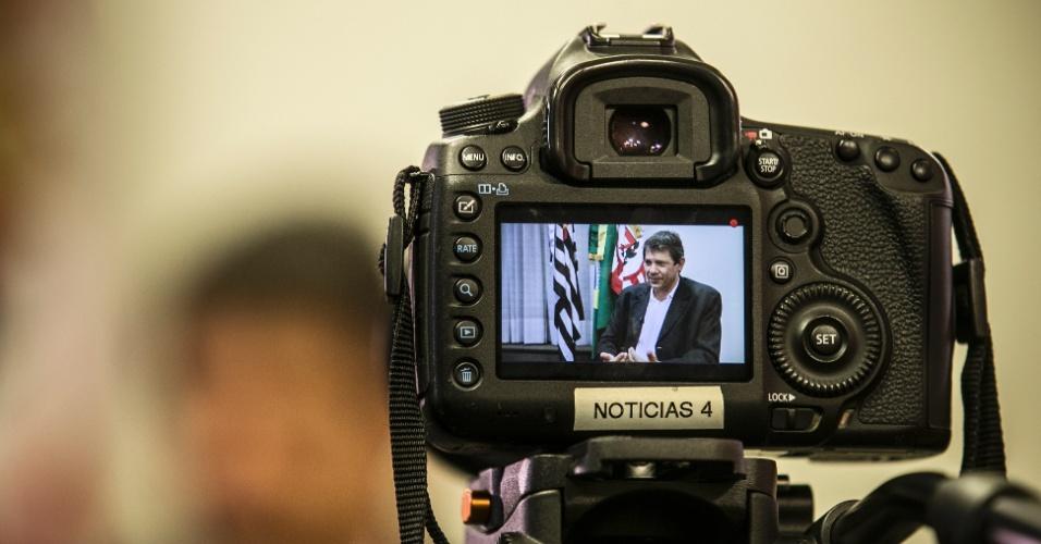 "19.fev.2016 - O petista Fernando Haddad acha que o ex-presidente Lula continua sendo o candidato natural do partido para 2018. ""Ele se fortalece"""