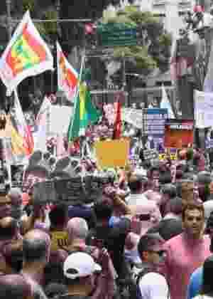 1º.fev.2017 - Servidores protestam em frente à Alerj contra o atraso de salários e o pacote de corte de gastos do governo estadual - José Lucena/Futura Press/Estadão Conteúdo