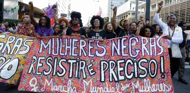 Mulheres durante marcha no dia da Consciência Negra na avenida Paulista, em São Paulo