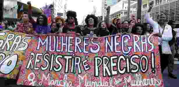 Mulheres durante marcha no dia da Consciência Negra na avenida Paulista, em São Paulo - Alice Vergueiro/Folhapress