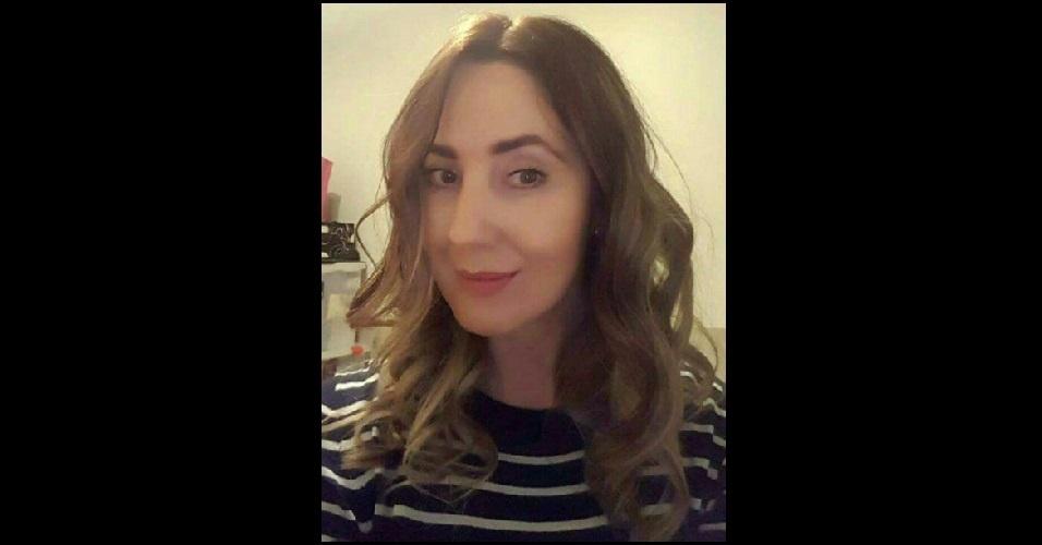Lisa Lees, 47 anos, era amiga de Alison Howe, ambas estavas esperando as filhas saírem do show no local onde houve a explosão. Acredita-se que sua filha de 15 anos esteja segura