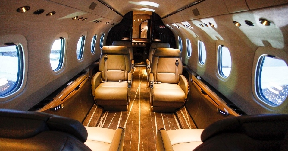 O jatinho da Cessna tem capacidade para até nove passageiros. A cabine interna mede 1,83 m de altura por 1,95 m de largura. O avião tem autonomia de até 5.278 km