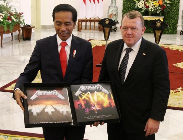 O presidente da Indonésia,Joko Widodo, ganhou um disco do Metallica do premiê dinamarquês Lars Lokke Rasmussen