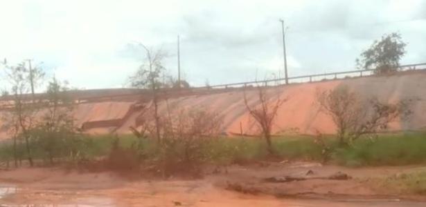 Peritos flagraram enxurrada de lama contaminada escorrendo da sede da empresa norueguesa em Barcarena - Instituto Evandro Chagas