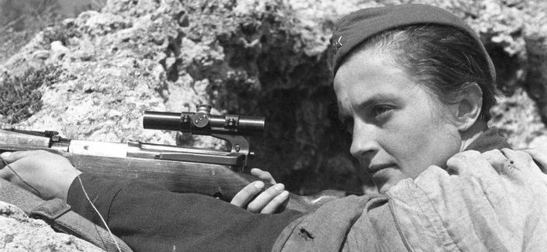 """Lyudmila Pavlichenko, atiradora russa que ficou conhecida como """"Lady Death"""" - Reprodução"""