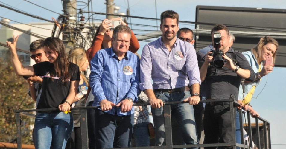 Candidato ao Governo do Rio Grande do Sul, Eduardo Leite, fez carreata pela zona sul de Porto Alegre na tarde deste sabado