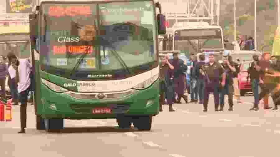 Foto do homem que mantém reféns em ônibus do Rio de Janeiro  - Reprodução/TV Globo