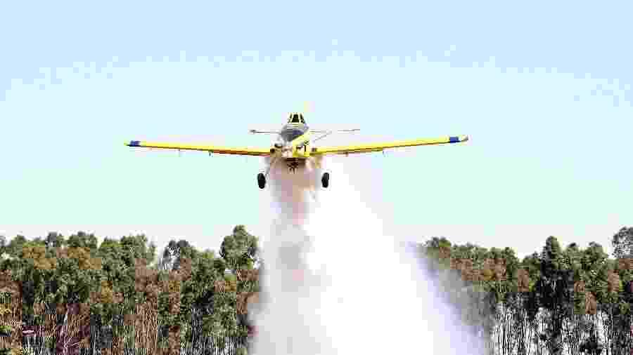 Avião agrícola realiza simulação de combate a incêndio - Anderson Machado/Divulgação/Sindag