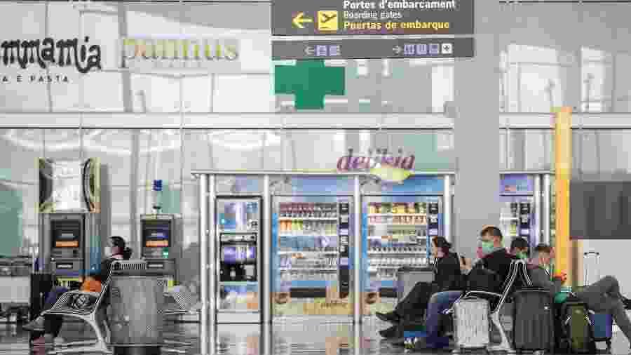 29.abr.2020 - Movimentação no aeroporto de Barcelona durante pandemia do novo coronavírus - Xavi Torrent / Getty Images