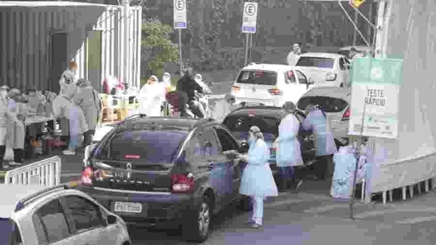 Testagem para covid-19 em drive-thru em Santos - Divulgação/Prefeitura de Santos