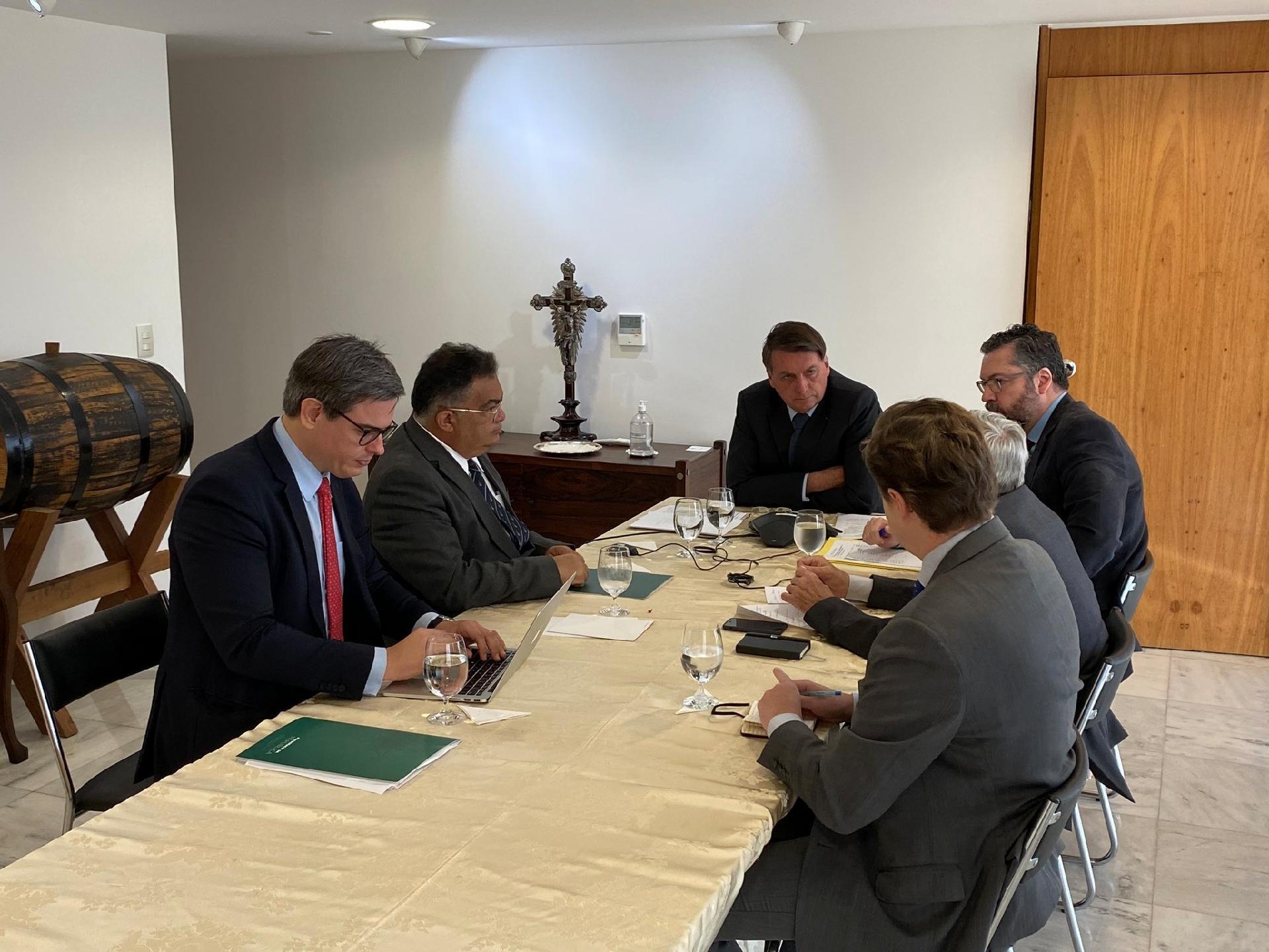 Coronavírus: Bolsonaro e Putin conversam sobre ampliar cooperação ...