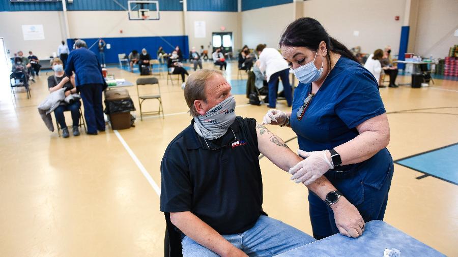 Vacinação contra a covid-19 está em curso nos Estados Unidos desde o final do ano passado - Ben Hasty/MediaNews Group/Reading Eagle