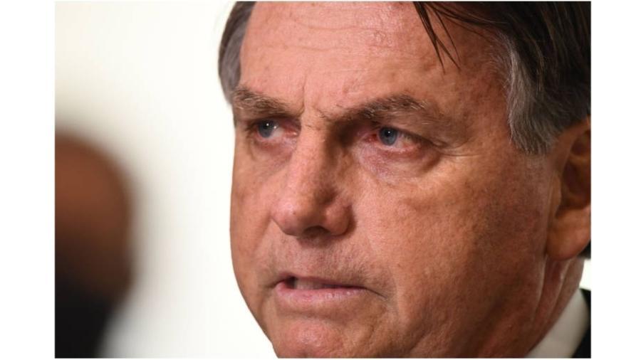 Jair Bolsonaro, o homem que é contra a quebra de patentes de farmacêuticas americanas, embora Biden seja a favor... - Evaristo Sá/AFP