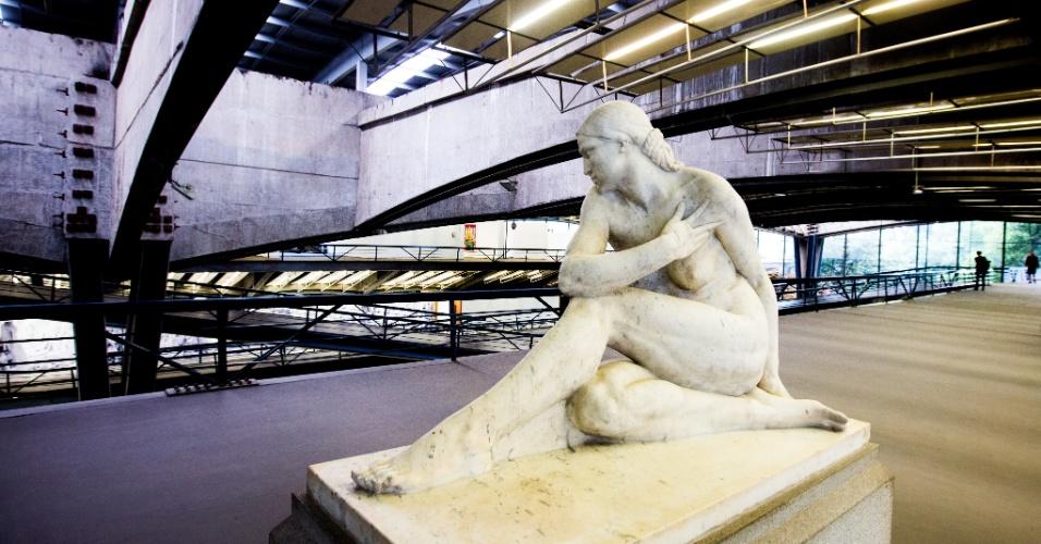 20.jan.2016 - EVA - A estátua de Eva é a primeira obra que Victor Brecheret fez para a cidade de São Paulo. Eva foi considerada a peça inaugural da Semana de Arte Moderna de 1922. Atualmente, pode ser vista no interior do Centro Cultural São Paulo