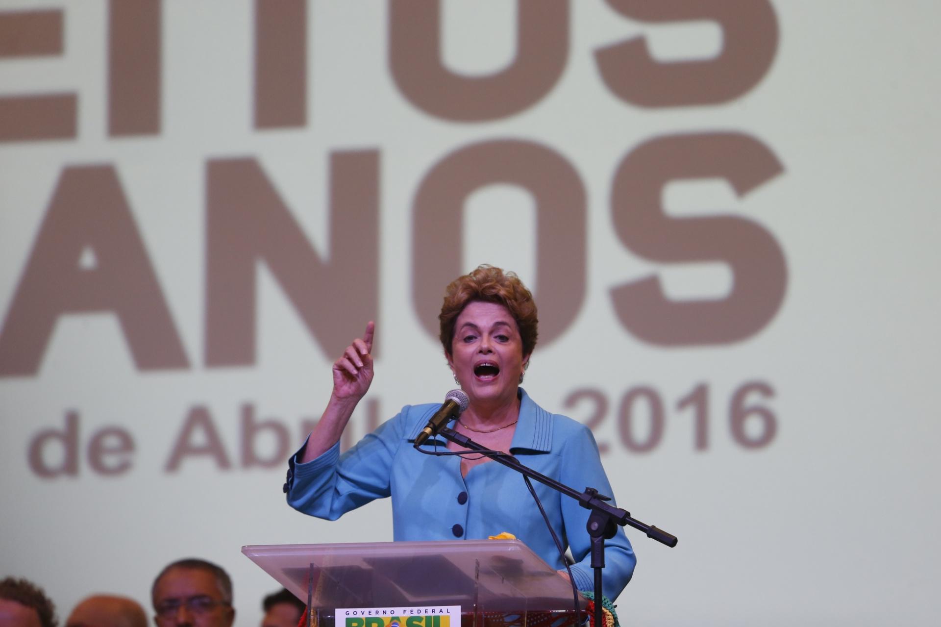 27.abr.2016 - A presidente Dilma Rousseff participa da Conferência Nacional de Direitos Humanos, no Centro Internacional de Convenções, de Brasília