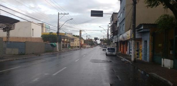 Ruas de Vila Velha, na Grande Vitória, amanheceram vazias nesta terça