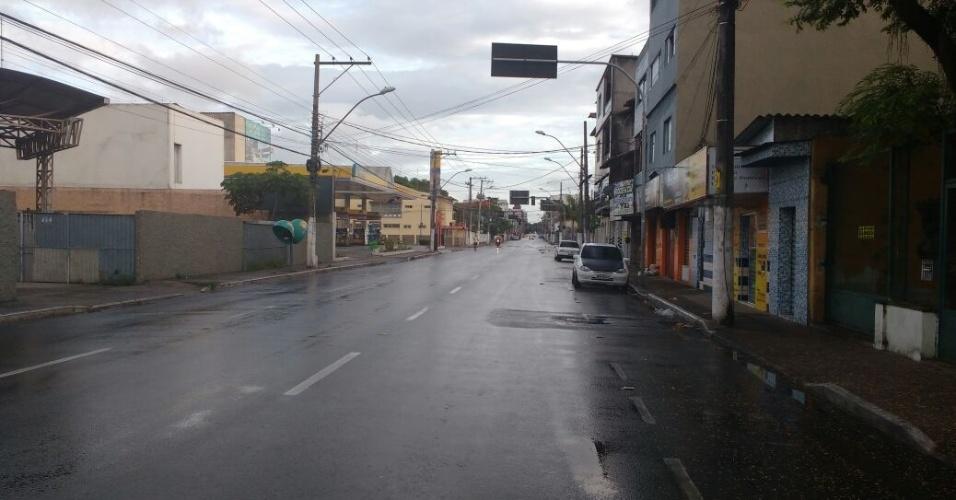 7.fev.2017 - Ruas de Vila Velha, na Grande Vitória, amanheceram vazias nesta terça-feira (7)