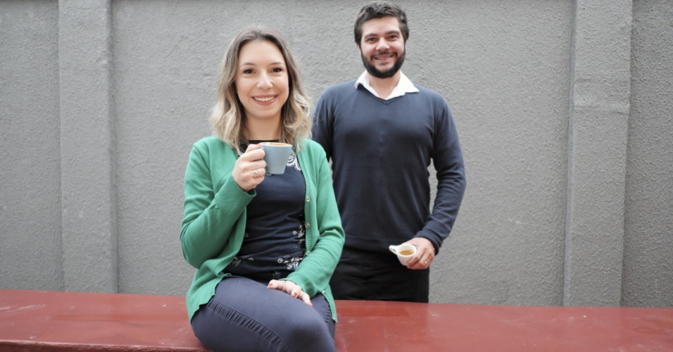 O casal Estela Cotes e Leo Moço são donos do Grupo Café do Moço, que mói e torra café de grãos selecionados e serve a bebida no Barista Coffee Bar, outra empresa da rede. Recentemente eles criaram um sabonete esfoliante com borra do café para reaproveitar o material