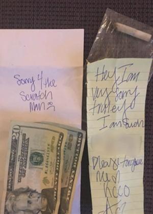 Dinheiro e bilhete deixado por autor de arranhão no carro de Mandi Shepard - Arquivo pessoal/ Mandi Shepard