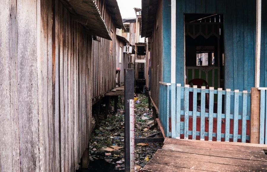 Moradores do bairro Jardim Independente 1, em Altamira (PA), alegam que os problemas de alagamento pioraram após a construção da usina de Belo Monte. Uma das condicionantes era o saneamento básico de toda a cidade de Altamira, que não aconteceu