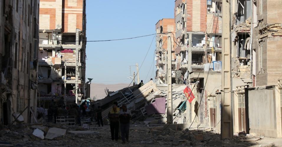 Resultado de imagem para Veja as imagens do terremoto no Irã que já deixa mais de 341 mortos