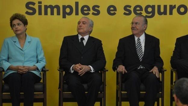 A ex-presidente Dilma Rousseff foi substituída pelo vice Michel Temer; José Sarney (dir) era vice e assumiu após a morte do presidente eleito Tancredo Neves