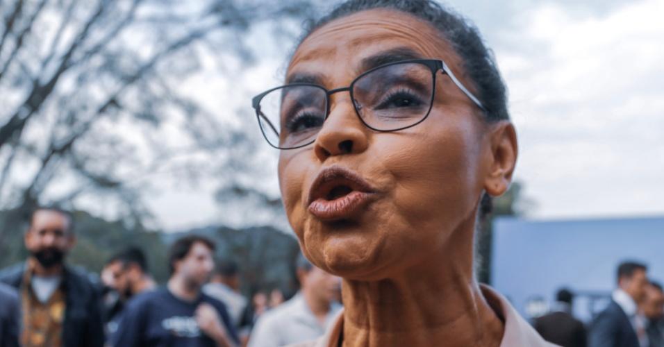 Marina Silva (Rede) conversa com repórteres pouco antes de entrar no estúdio do SBT para participar do debate