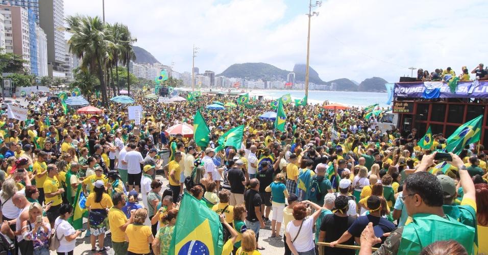 21.out.2018 - Ato em apoio ao candidato à Presidência da República Jair Bolsonaro (PSL) em Copacabana, Zona Sul do Rio de Janeiro