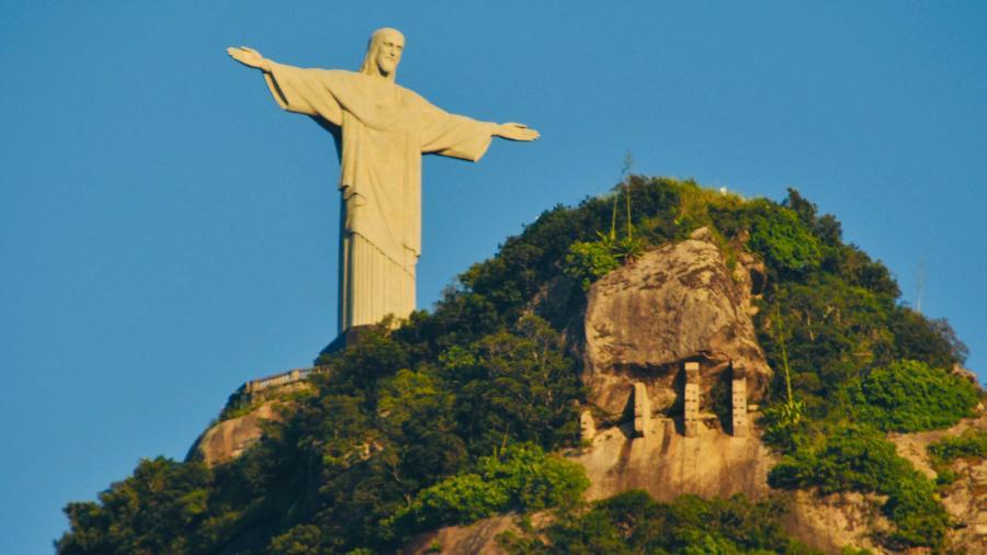 4.abr.2019 - Cristo Redentor visto de Botafogo, zona sul do Rio de Janeiro (RJ) - Alessandro Buzas/Futura Press/Estadão Conteúdo