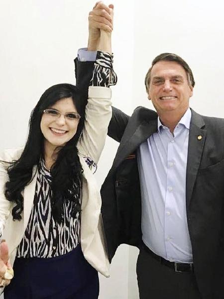 Dayane Pimentel, deputada federal eleita pelo PSL, ao lado do presidente e correligionário Jair Bolsonaro - Reprodução