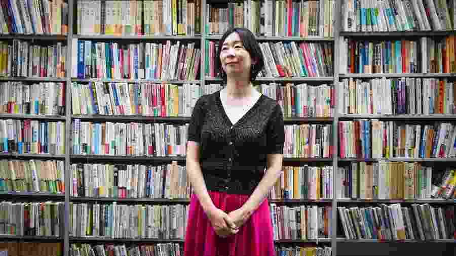 """Kaeruko Akeno, escritora do romance que inspirou o show """"Não farei hora extra e ponto final"""" - Noriko Hayashi/The New York Times"""