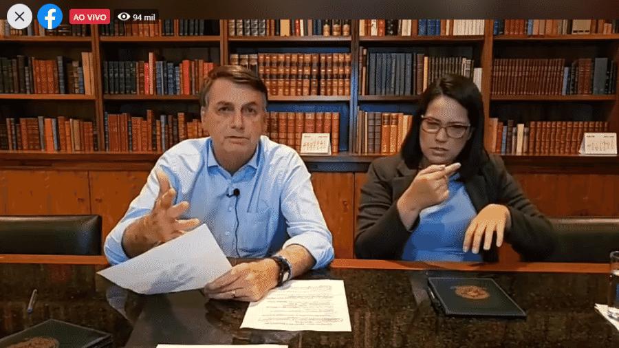 O presidente Jair Bolsonaro (sem partido) durante transmissão ao vivo via Facebook - Reprodução/Facebook