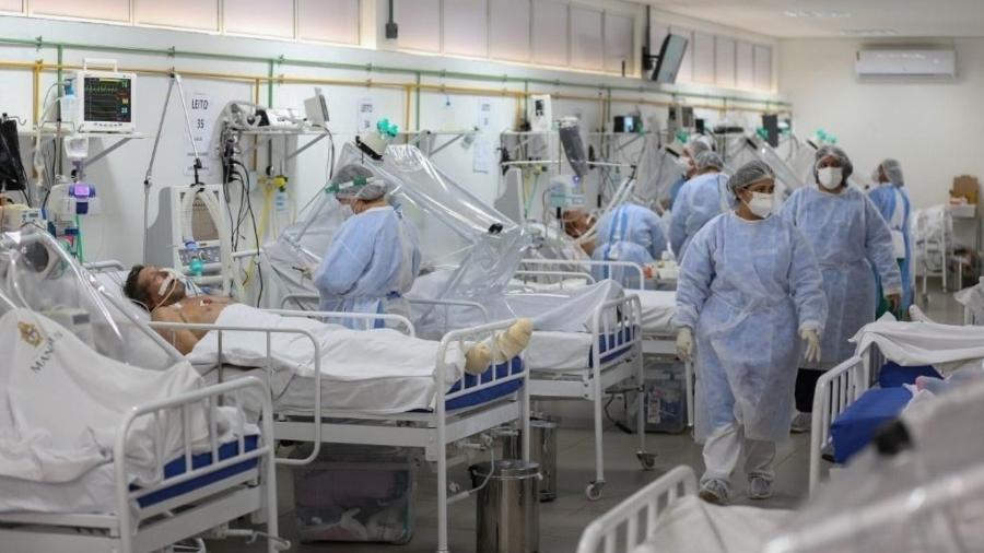 """No relatório final, o painel afirma sem rodeios que """"o sistema atual não nos protegeu da pandemia"""" - AFP"""