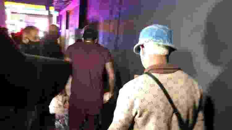 Jogadores Arboleda e David Neres são encaminhados à delegacia após serem flagrados em festa clandestina em SP - Lucas Borges Teixeira/UOL - Lucas Borges Teixeira/UOL