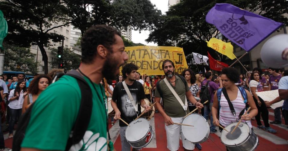 8.jan.2016 - Manifestantes protestam contra o aumento da tarifa de ônibus em Belo Horizonte, no centro da cidade. No último domingo (3), preço da passagem subiu de R$ 3,40 para R$ 3,70