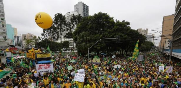 PM conta 200 mil em Curitiba, o dobro do previsto pelos organizadores - Giuliano Gomes/Estadão Conteúdo