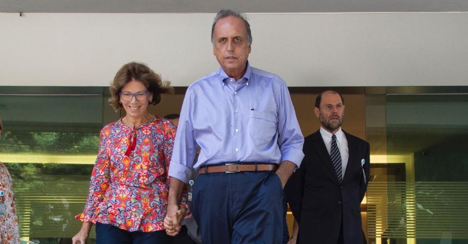 31.mar.2016 - O governador do Rio de Janeiro, Luiz Fernando Pezão, deixou o Hospital Pro-Cardíaco, em Botafogo, na zona sul da cidade, após receber alta. Ele foi diagnosticado com um tipo raro de câncer, chamado linfoma não-Hodgkin, e estava internado desde o dia 12