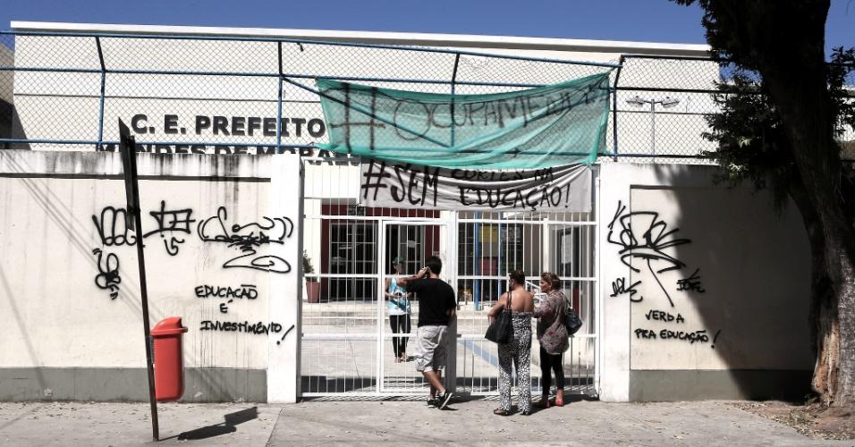 20.abr.2016 - Alunos da rede pública estadual do Rio de Janeiro ocuparam escolas para cobrar melhorias na rede. O Colégio Estadual Prefeito Mendes de Moraes, o primeiro a ser ocupado no Rio, completa um mês de ocupação pelos estudantes, no bairro da Ilha do Governador