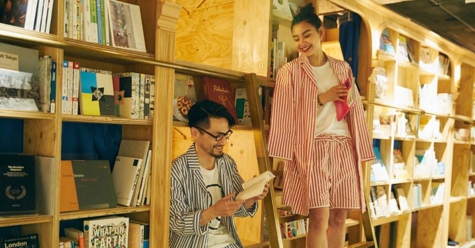05.set.2016 - Ao contrário do que geralmente acontece em bibliotecas ou livrarias, a comunicação entre os frequentadores é incentivada
