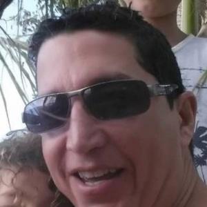O americano Erik R. Seguinot Ramírez, 50, que cometeu suicídio após matar seus próprios filhos