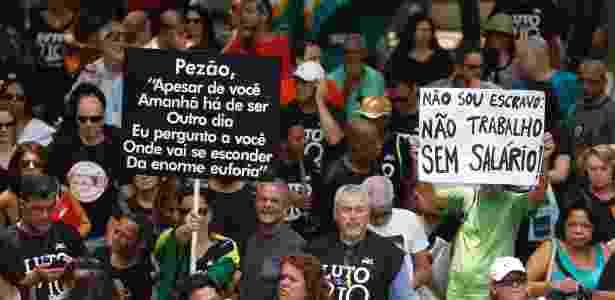 Servidores estaduais protestam na frente da Alerj contra o pacute de austeridades do governo do Estado - Gabriel de Paiva/Ag. O Globo
