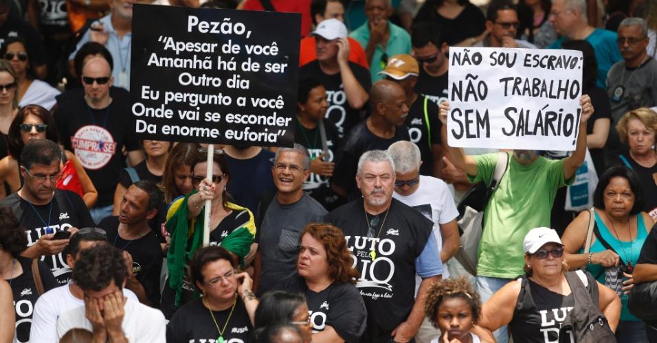 29.nov.2016 - Servidores estaduais protestam na frente da Alerj (Assembleia Legislativa do Rio de Janeiro) contra o pacute de austeridades do governo do Estado