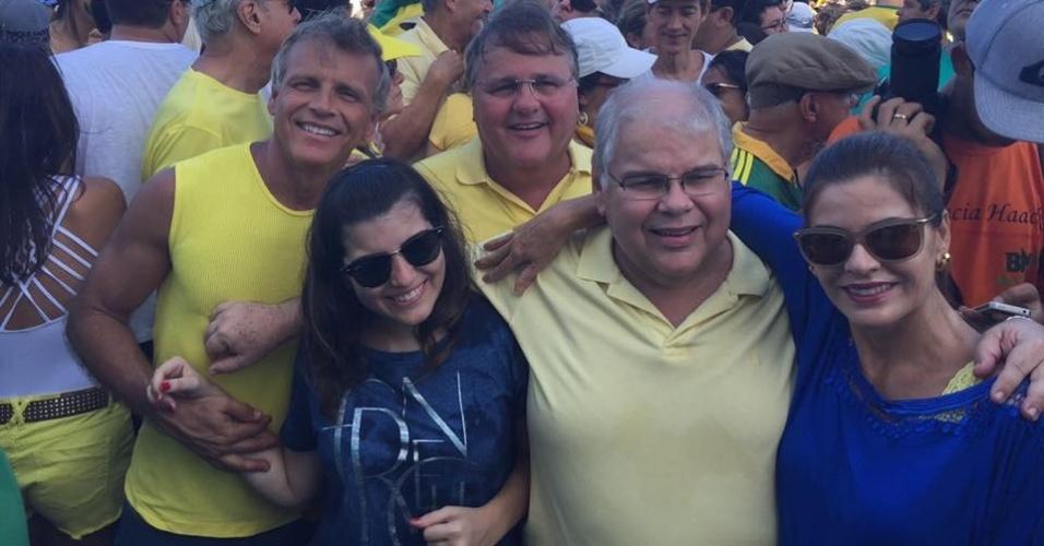 13.dez.2016 - Citados na delação de ex-executivo da Odebrecht, os irmãos Geddel Vieira Lima e Lúcio Vieira Lima, ambos do PMDB da Bahia, participaram de manifestação contra a corrupção em março de 2016